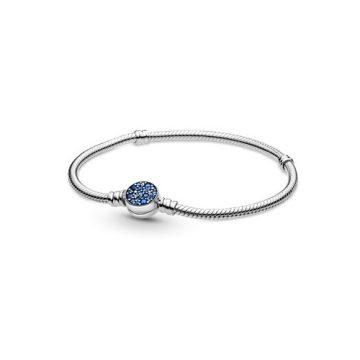 Pandora Moments szikrázó kék kapcsos kígyólánc karkötő 599288C01
