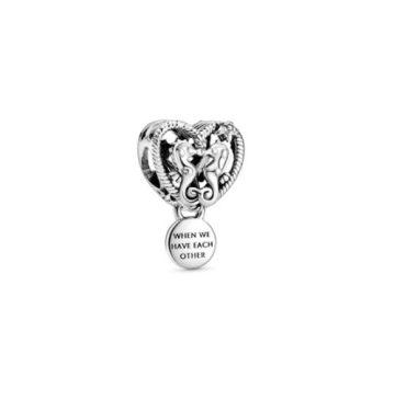 Pandora áttört tengeri csikók és szív charm 798949C00