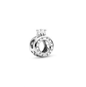 Pandora logó és koronás O charm 799036C00